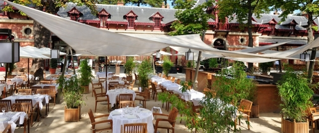 Best places in paris and france night at jardins de for Restaurant avec jardin